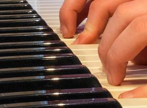 3 tips om met 2 handen te leren spelen